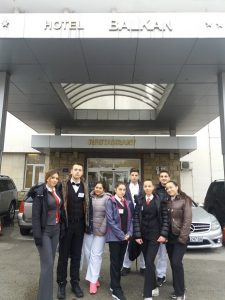Hotel Balkan, ucenici
