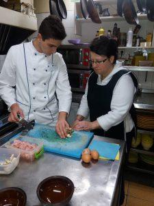 Restoran Gabara, učenik i osoblje u restoranu